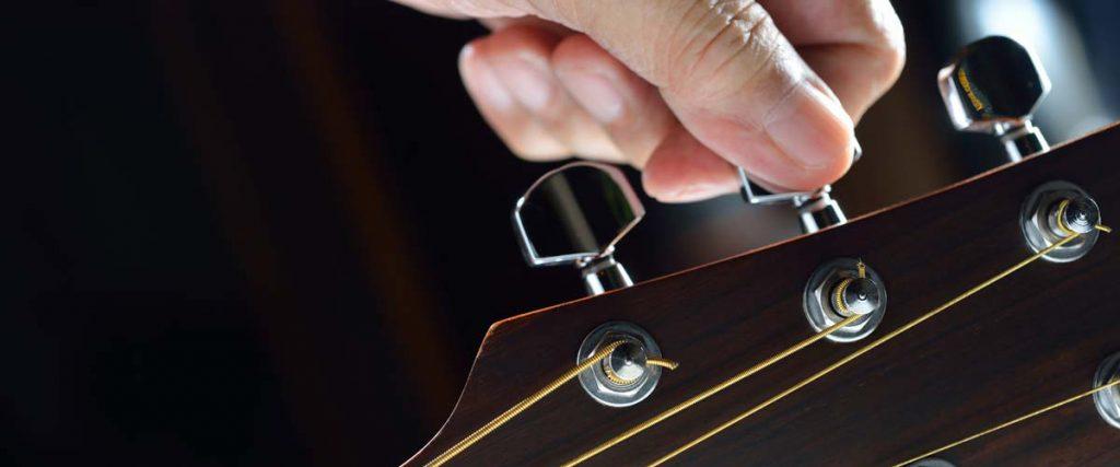 Hướng dẫn chỉnh dây đàn guitar cho người mới tập