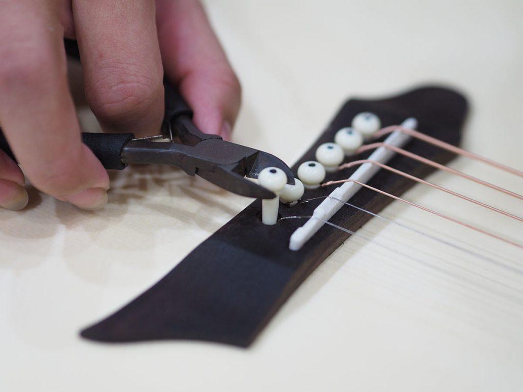 Kìm nhổ chốt tháo dây đàn guitar