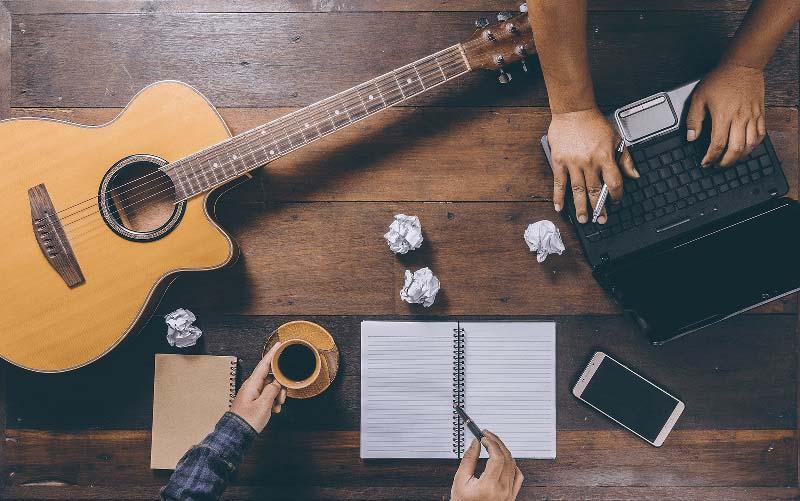 Tự học guitar tại nhà online