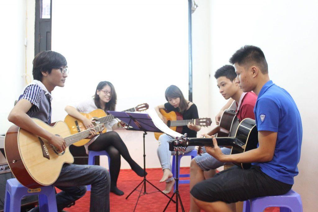 Lớp dạy học đàn guitar quận đống đa hà nội